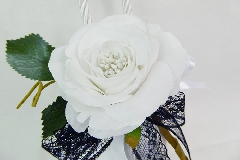 Bomboniera Sacchetto Raso Bianco Pizzo Nero Pick Rosa Bianca Wedding