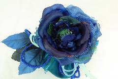 Bomboniera Sacchetto Raso Blu Con Pick Fiore Blu Sfumato