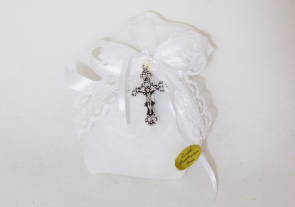 Bomboniera Sacchetto Bianco Con Ciondolo Croce
